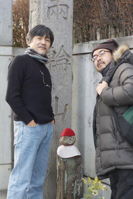龍谷寺の山門で
