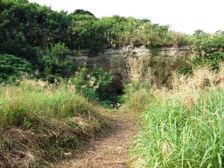 ナゲーラ壕への道
