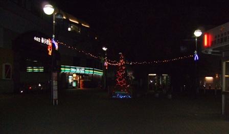 喜多見駅前に飾られたクリスマスツリー