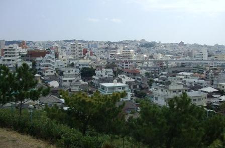 排水池から見た街