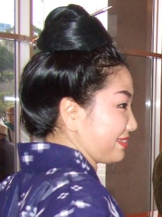 女:小嶺和佳子さん