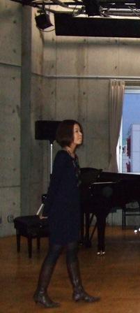 黒い菅野恵子さん