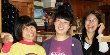 三人の笑顔のアップ