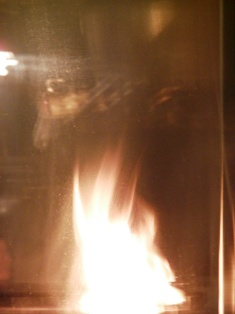 立ち上がる炎