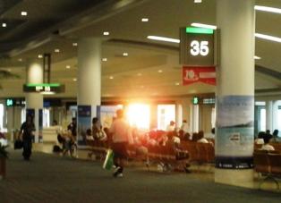 那覇空港のロビー