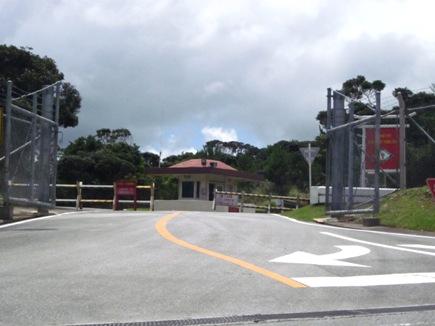 アメリカ海兵隊の基地のゲート