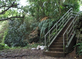 チビチリガマへの階段
