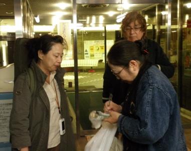 持田明美先生と宇夫方路、見守るのは上地さん