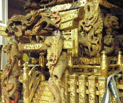 金ピカの神輿